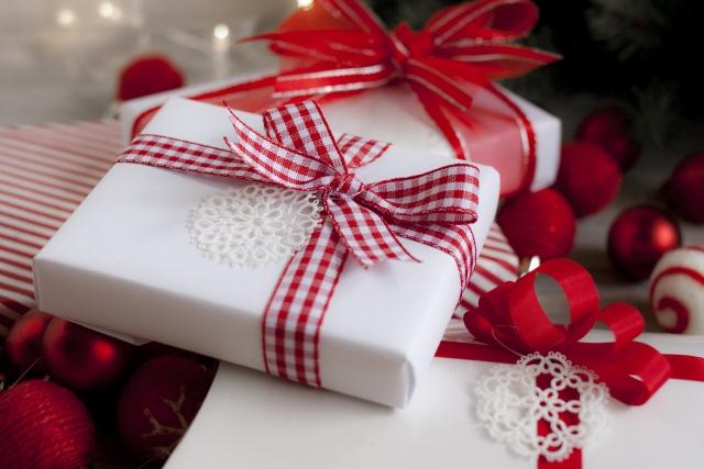 クリスマスツリーとプレゼント